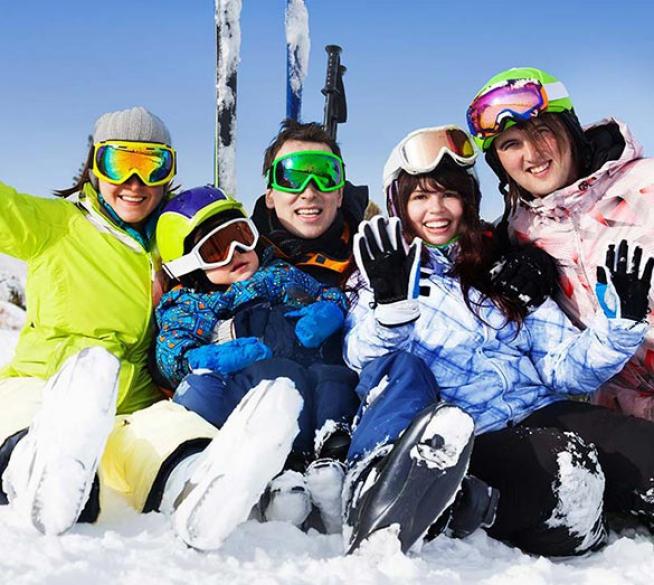 Al centro del divertimento con sci alpino, sci di fondo e trekking